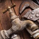 Het laten afsluiten van de buitenkraan door een loodgieter in Ede