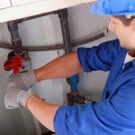 Loodgieter kan snel verstopping in badkamer verhelpen